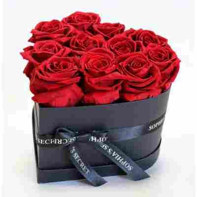 Rosenbox 'Herz' schwarz mit 10-12 roten Rosen