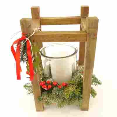 Holzlaterne bepflanzt mehrfarbig, weihnachtlich dekoriert